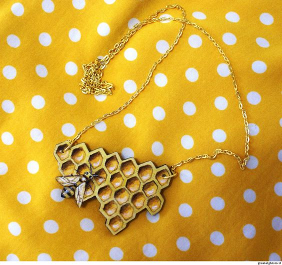 Collana alveare - Giusi Alghisio - alveare con ape