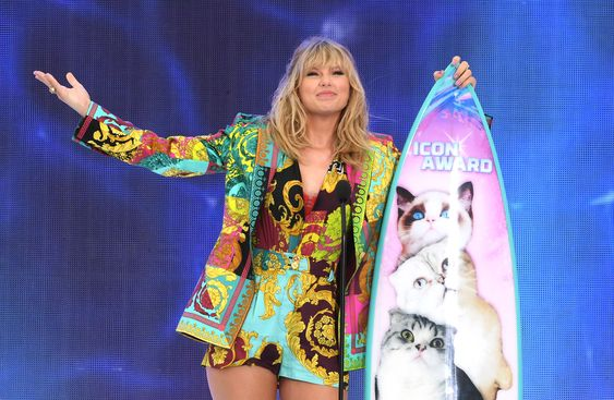 Taylor Swift Teen Choice Award - THEWEBCOFFEE
