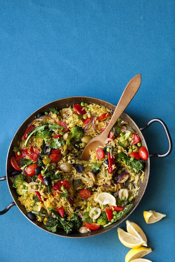 Vegetarian paella- this looks awesome!! I've always  wanted to try paella but it usually has stuff in it that I can't have :(