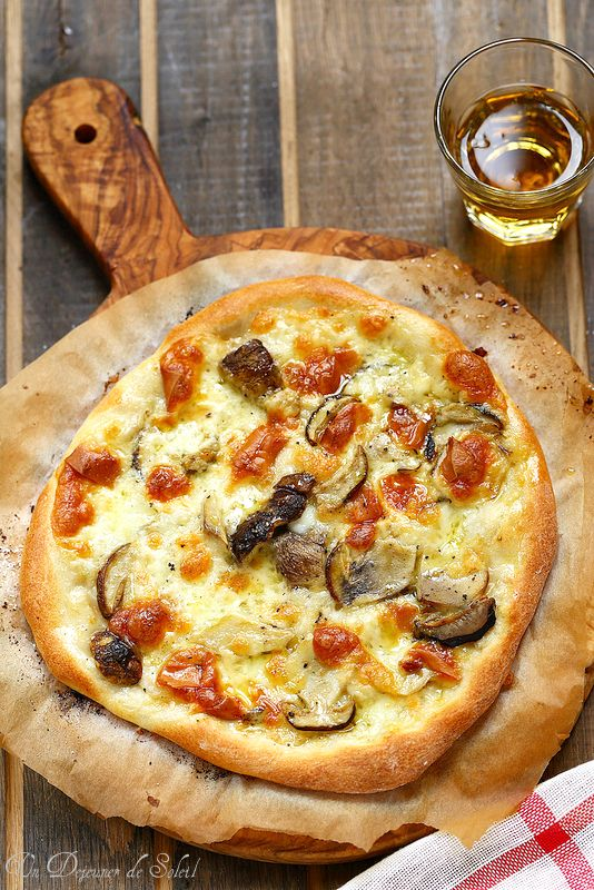 Un dejeuner de soleil: Pizza aux cèpes et à la mozzarella