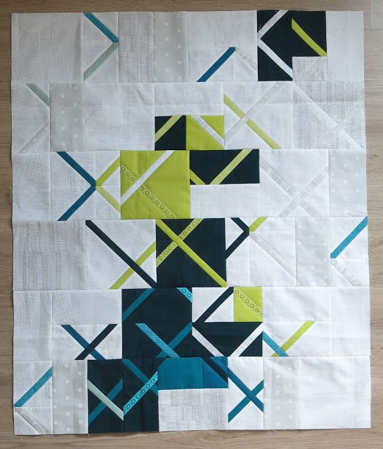 Ooooh, love this crosscut quilt. Nice mix of light background with the bold colors.   Luna Lovequilts - Vinyle - Top finished