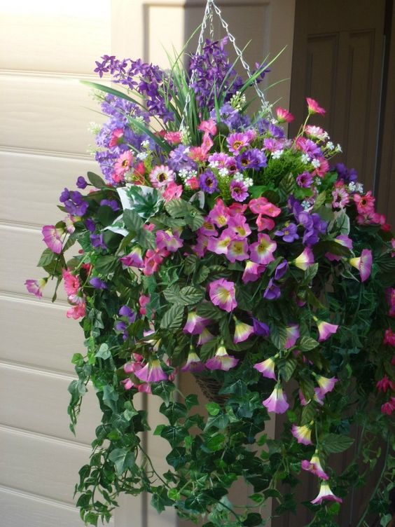 Hanging basket large with artificial petunias & dasies