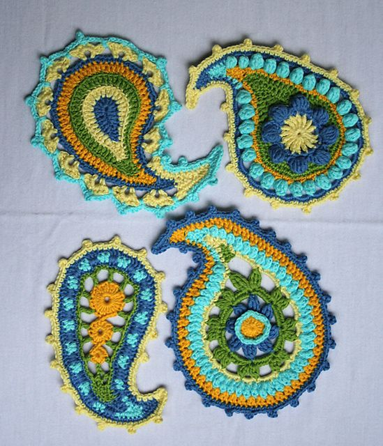 Love paisley!      Ravelry: Paisley floral pattern by CAROcreated design