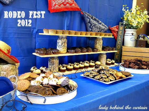 Lady-Behind-The-Curtain-Rodeo-Fest-2012
