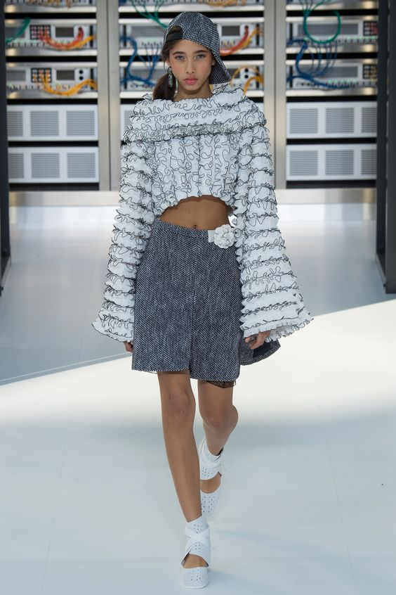 Chanel Spring 2017 Ready-to-Wear Fashion Show - Yasmin Wijnaldum