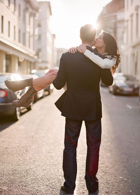 Check out our 8 favorite engagement photo ideas!