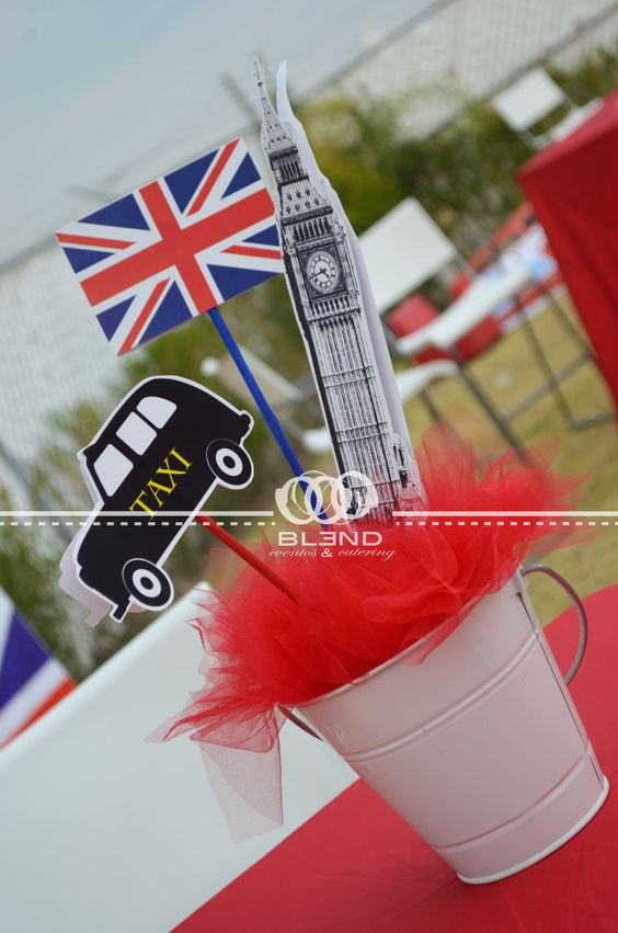 "Centerpieces "" London Party ""  by Blend eventos"