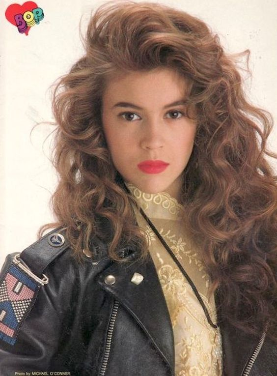 Alyssa Milano ; i wanna do my hair like this! :D <3 its gorgeousss! and well obviously Alyssa Milano aka Sam is too!