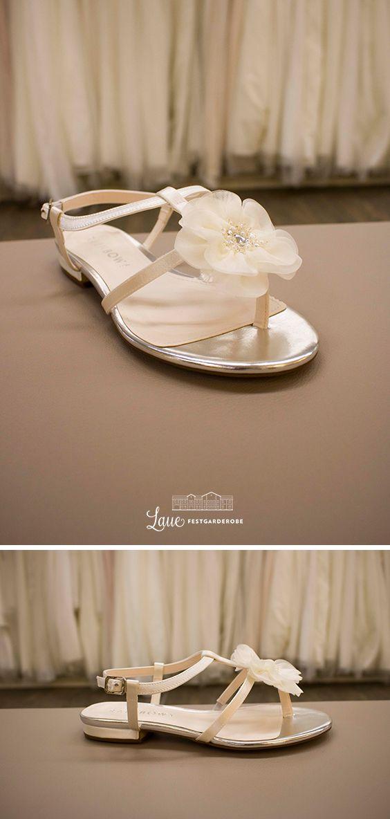 Der Perfekte Brautschuh Fur Den Strand Brautschuhe Braut Sandalen Braut