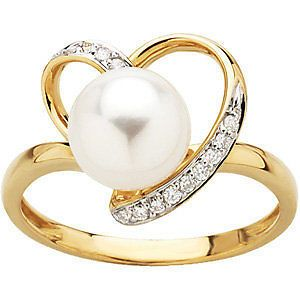 Beautiful Diamond and Pearl Heart Ring in 14kt Yellow Gold. #HolidayGiftForMe