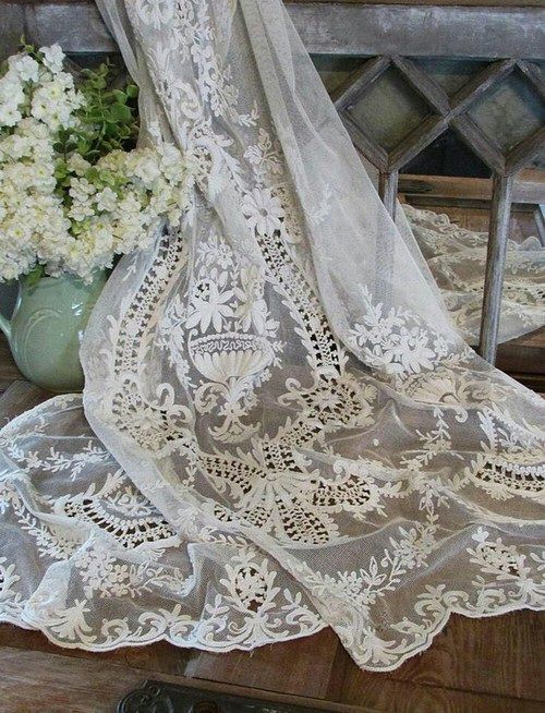 nell-mantel:  Afbeelding via We Heart It #lace #vintage - https://weheartit.com/entry/145638833: