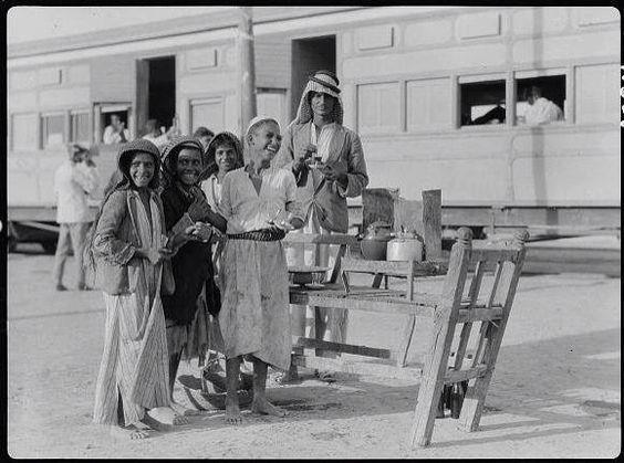 الناصرية 1932 وتظهر محطة القطار مفرق اور وتعرف بأسم المكير لأستعمال السومريين القار في بناء معالمها وعلى مسافة 15كم جنوب غرب الناصرية Iraq Baghdad History