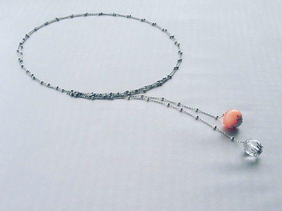 Corrente, cristal e jade rosa! Esse colar da Fita de Moça é um charme só! Disponível em nosso site!