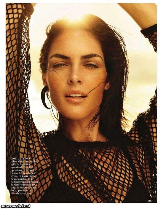 Hilary Rhoda in 'El Cuerpo' - Photographed by Miguel Reveriego (Vogue España June 2012)    Complete shoot after the click...