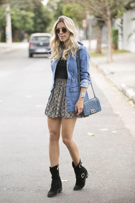 Camisa jeans + saia curta + botas: