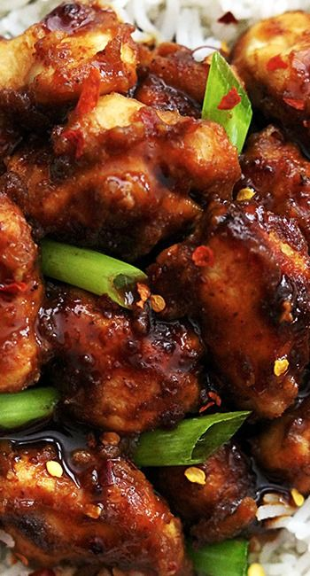 Slow Cooker General Tso's Chicken ~ An easy slow cooker version of the family favorite General Tso's chicken and it's soooo much better than takeout!  @cremedelacrumb
