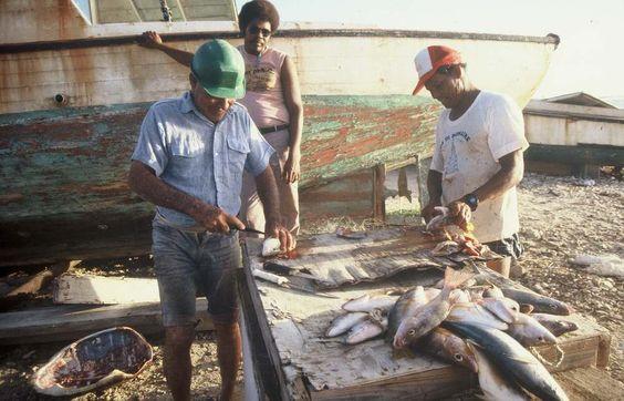 Visserij, schoonmaken van vissen, Bonaire, voor 1990