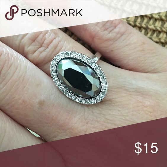 Lia Sophia Ring — size 5 Lia Sophia ring, size 5, great condition Lia Sophia Jewelry Rings