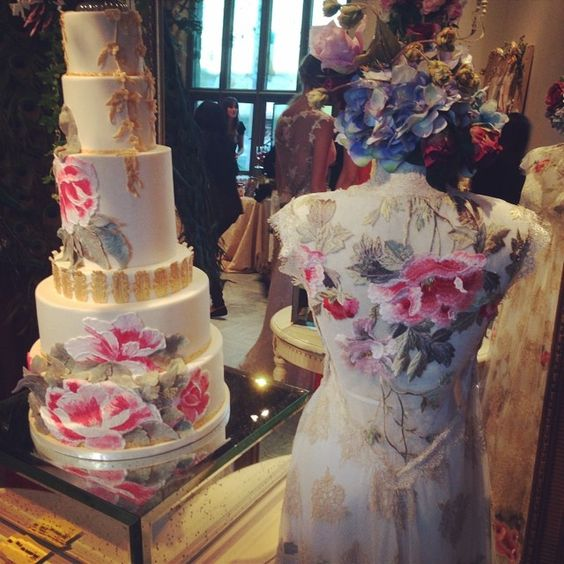 Claire Pettibone 'Heart's Desire' wedding dress and custom #weddingcake by The Butter End at the #ClairePettibone20th Anniversary Party | Photo: Bridal Bar http://www.clairepettibone.com/hearts_desire