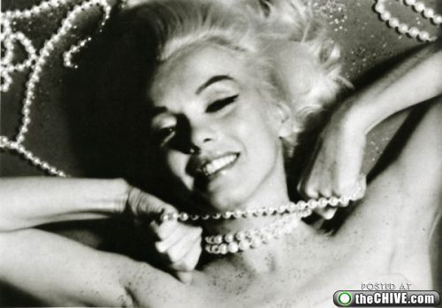 marilyn monroe photoshoot 25 Rare unseen proofs and out takes from Marilyn Monroes most famous photoshoot (47 photos)