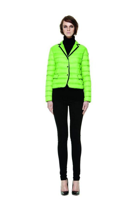 Petite veste blazer collection d'hiver  De la plume et de la chaleur  D'une légèretés incroyable ! On la porte même à la maison !
