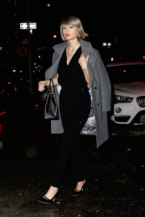 Arriving at Blue Ribbon restaurant in New York City (February 21, 2016)
