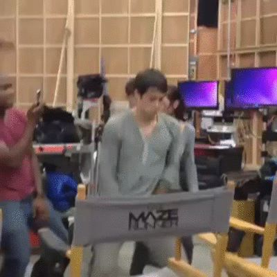 OH MY GOD THIS IS PERFECT WE HAVE THE BEST CAST!!! And Thomas Sangster being perfect as usual XD