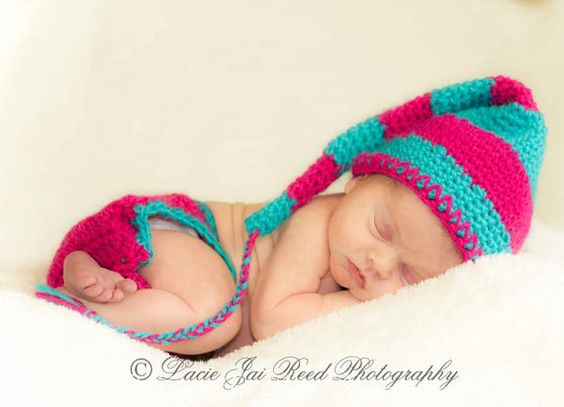 LOVE this color combo on this elf hat