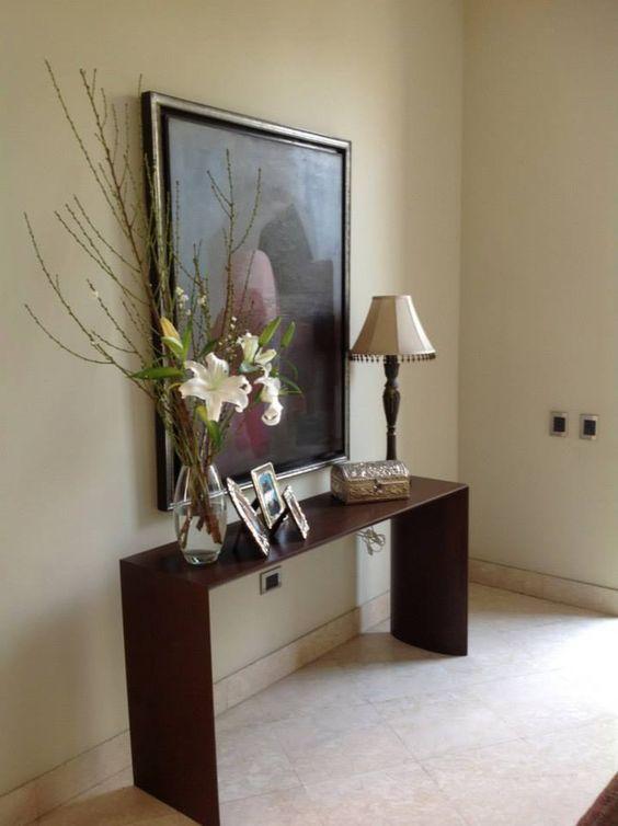 Peque o jarr n de liliums en el recibidor decora tu hogar for Decoracion recibidor