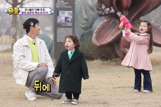 "Kwanghee Has A Blast During His Reunion With Gun Hoo And Na Eun On ""The Return Of Superman"""