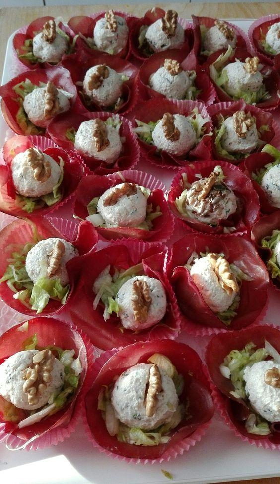 Palline di ricotta con basilico e noci, su letto di insalatina e bresaola