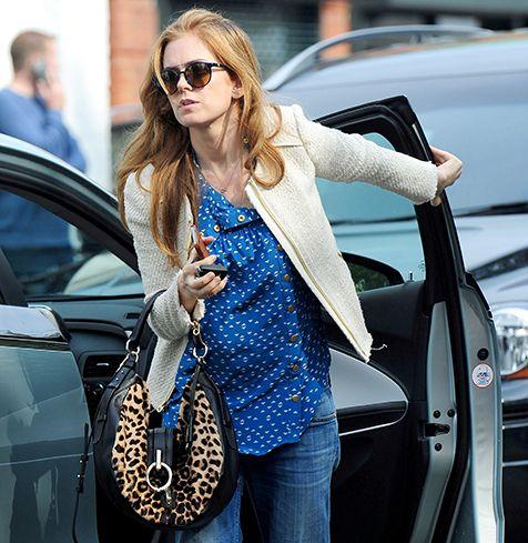 Isla Fisher   I need that shirt!