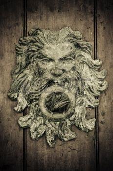 Close-up de portas velhas Cartagena, Col�mbia photo