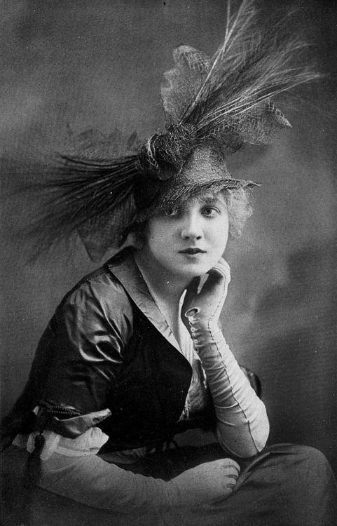 Mme Huguette Duflos, hat by Marie Crozet, photo by Talbot,Les Modes June 1914.: