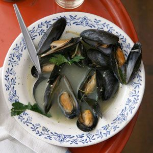 authentic recipe for mussels steamed with wine, parsley, and garlic ...