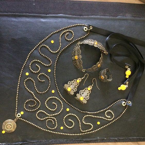 Läderkrage med armband och örhängen