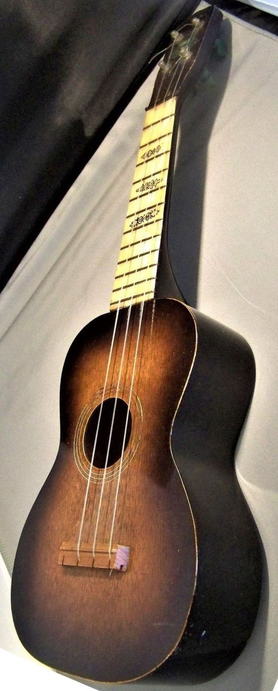 vintage sunburst regal green label soprano at ukulele Corner