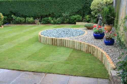 idée de bordure de jardin en bois