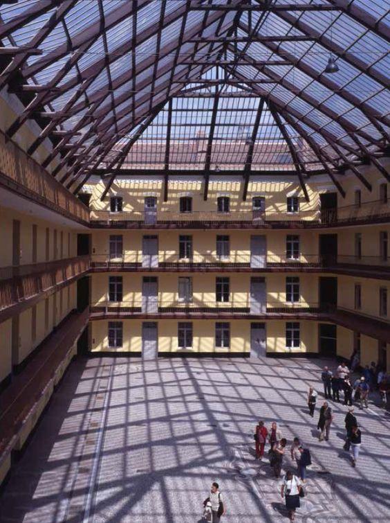 Une demeure de l'Ouvrier dans un Palais, le Familistère de Guise n'est pas autre chose qu'un Palais du Travail http://www.blog-habitat-durable.com/une-demeure-de-louvrier-dans-un-palais-le-familistere-de-guise-nest-pas-autre-chose-quun-palais-du-travail/