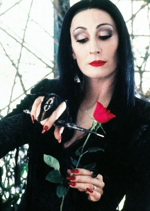 morticia addams anjelica huston - make up nails, photo pose - cosplay