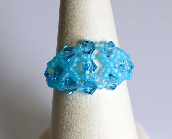 Bague bleue ou turquoise réalisée en perles de cristal de Swarovski : Bague par lesbijouxdunibou