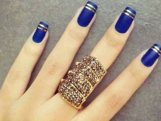 Style Presso - http://www.stylepresso.com/6-delightfully-cool-and-unique-wedding-manicure-ideas/