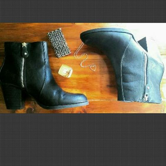 """Wallace. Ankle Booties. 9. Luxurious black. Vera Wang. Wallace ankle booties. Side zip.. Size: 9 Heel height: 3"""" Gorgeous! Faux leather. Left inside zipper tab missing small hardware knob. Not noticeable. Otherwise, Immaculate condition. @txan66  Shoes Ankle Boots & Booties"""