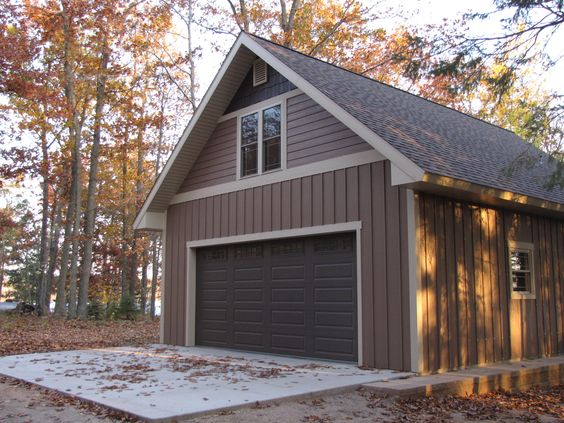 Board batten and siding color is diamond kote bungalow for Lp smartside board and batten