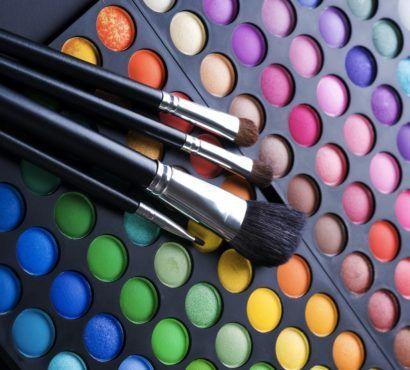 estojo com muitas cores para maquiagem