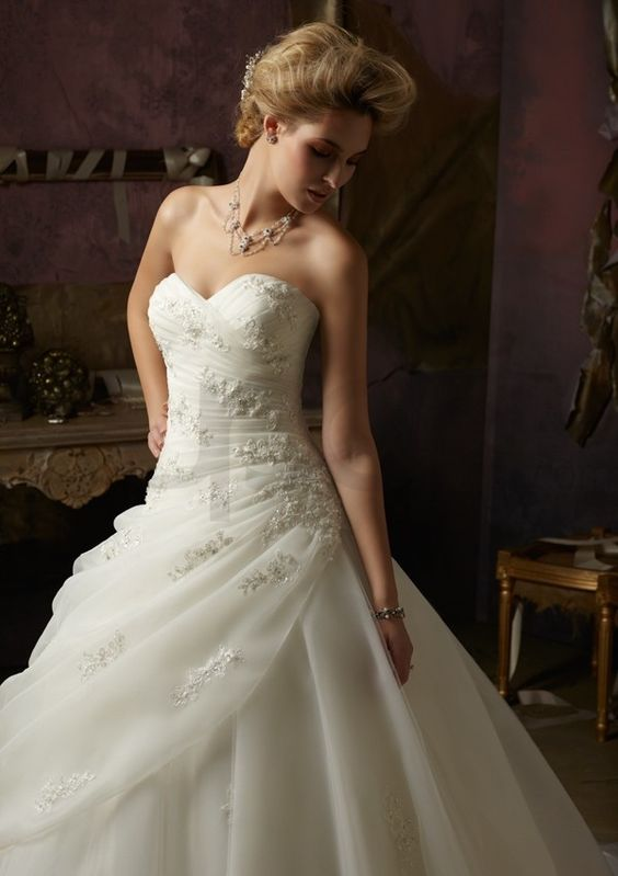 Organza and Tulle Ball Gown Strapless Wedding Dress
