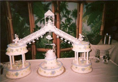 This was my best friend's wedding cake that my mom made. Its gorgeous.