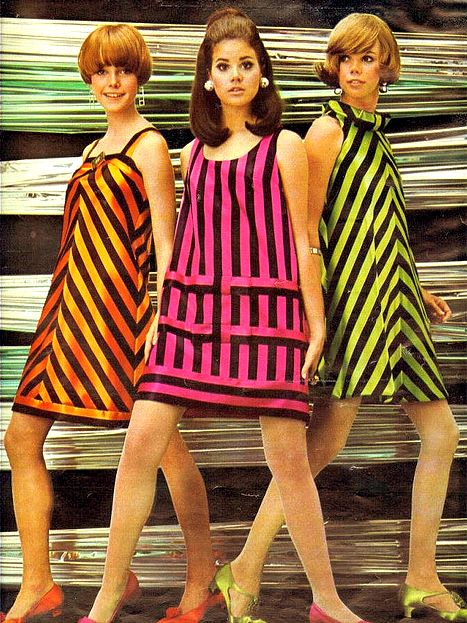 COLLEEN CORBY & FRIENDS DOING THE UBIQUITOUS MID 60S POSE