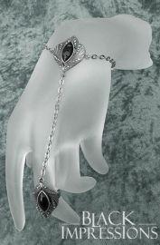 Calenleya Handschmuck mit schwarzen Steinen, 25,50 €