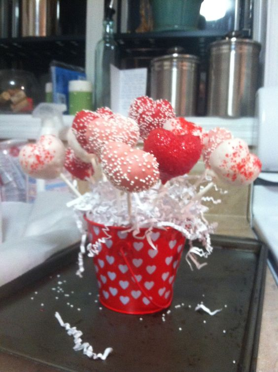 Valentine cake pops!